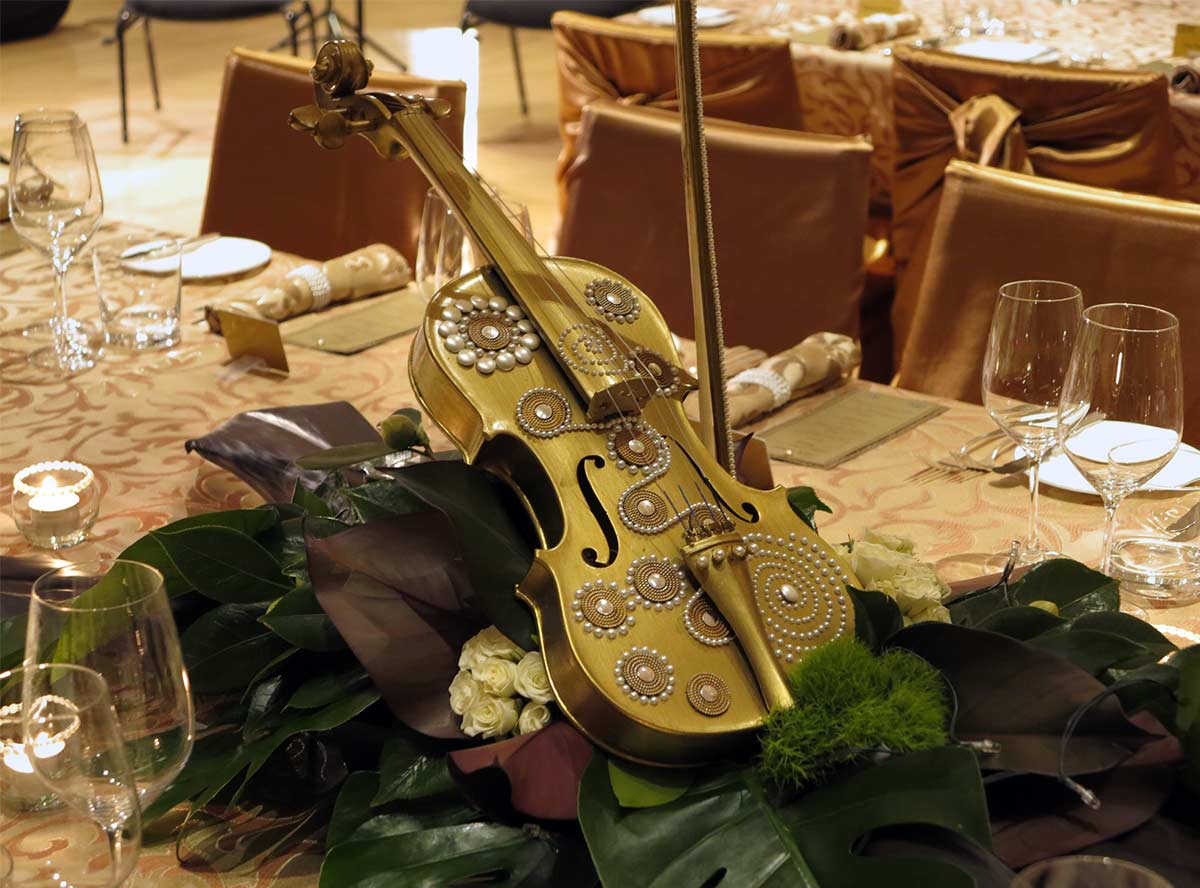 In the newly renovated Park Hyatt the Aboriginal motifs on the walls were reflected in the decoration of the violins forming the centrepieces